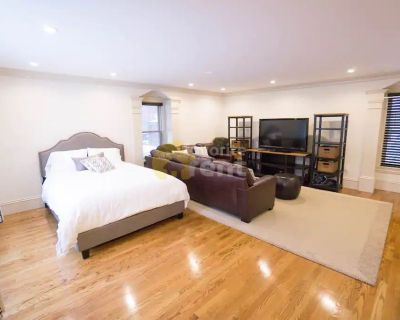 Back Bay West, Boston – 3 bedroom condo