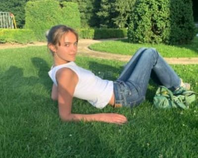 Clara, 20 years, Female - Looking in: West Hollywood Los Angeles County CA