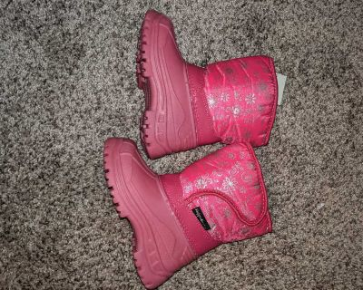 Girls Size 7 snow boots