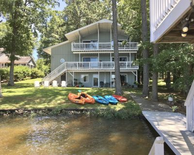 Beautiful sunset view from every floor/balcony. Boat lift, gentle slope to shore - Henrico