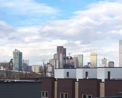 New & Furnished Townhouse Near DT Denver - Lincoln Park
