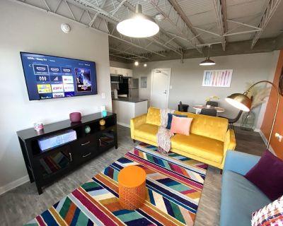 Burst of Color KING BED Loft Apartment - Mobile Central Business District