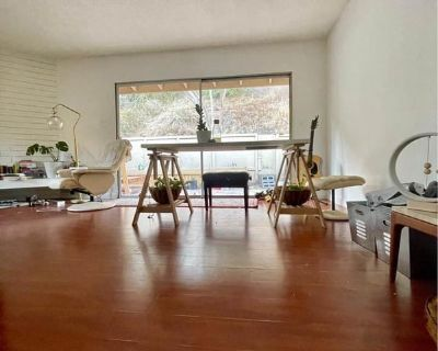 Furnished room in best location in East LA