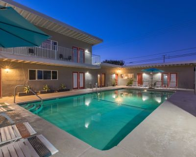 #7 Two King Bed Suite w/ Kitchen & Pool Access - Desert Hot Springs