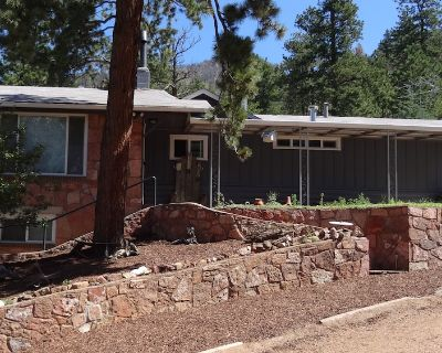 Beautifully Appointed Cabin near Colorado Springs - Come Home to the Mountains! - Cascade