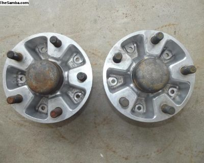 Porsche 911 Front Wheel Hubs With Grease Caps