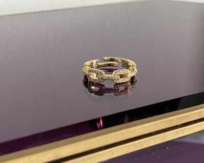 gold sparkly chain ring