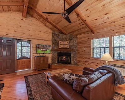 Hidden Haven , Indoor Jacuzzi, Quintessential Cabin in the Woods! - Ruidoso