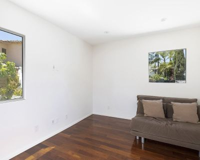 Immaculate Architectural Located on a Cul-de-sac in Bel Air Park - Bel Air