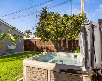 Gorgeous SoCal escape w/ fenced yard, hot tub, and gas grill - dogs welcome! - North Pacific Beach