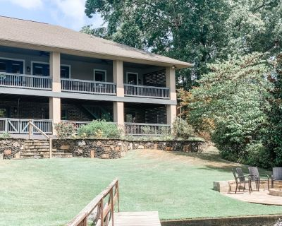 4 family Lakefront property! Hot tub, 4 masters with en suite, and bunk room - Sunset Bay