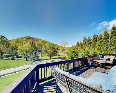 Spacious Mountain-View Retreat   Private Hot Tub, 2 Living Areas, Foosball - Avery Creek