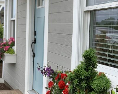 Chic Summer Cottage Minutes from Narragansett Beaches - Point Judith