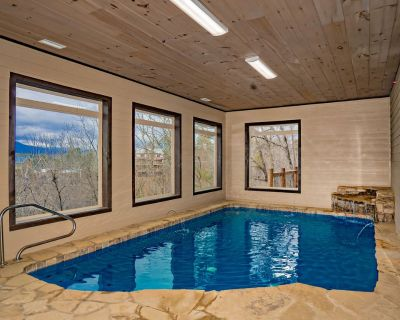 Mountain Castle: VIEWS, Indoor Pool, Home Theater, Top Amenities, near Attractions! - Sevierville