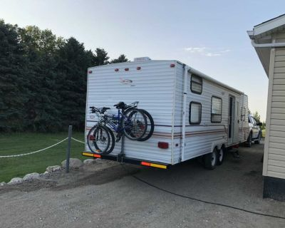 26 camper for sale sleeping 5 plus everything works lest time we used it ac heating oven microwave hot water wash room shower bathtub tolet