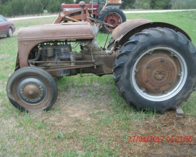 1940 FORD TRACTOR