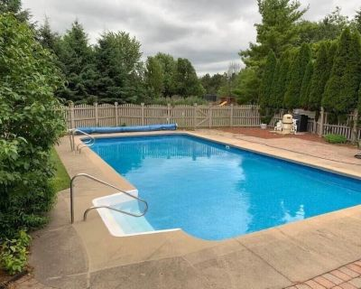 Mansion with Pool, theater, game room in a golf community! - Naperville