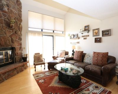 Owner Operated, bright, clubhouse! Views, King Bed, 2 queens, bunks, WIFi 3ba - Fraser