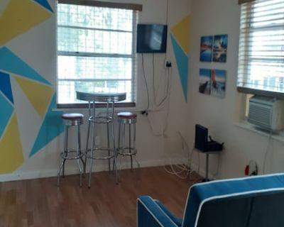Cozy4 Short/Long Term Vacation Apartment - Northeast Miami