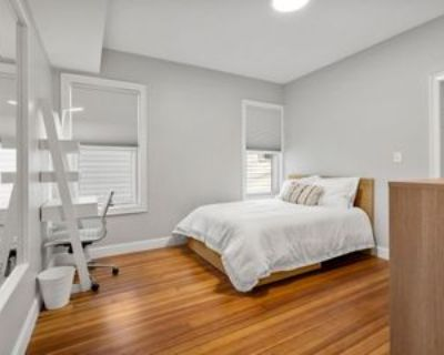 1061 Saratoga Street #1B, Boston, MA 02128 Room
