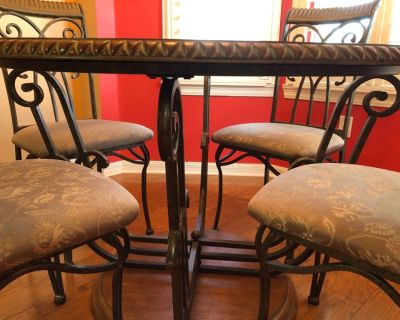Kitchen table , chairs and baker's rack