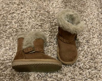 Toddler girls size 6 boots NWOT