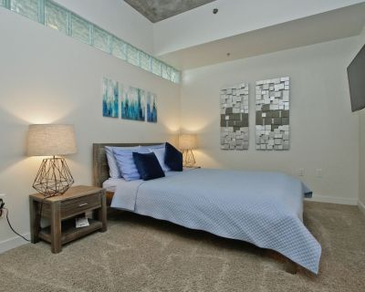2 bed 2 bath in the Highly Desirable SPIRE CONDOS -pool/gym/24 hr concierge - Downtown Denver