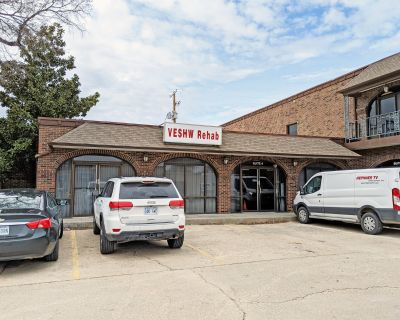 RETAIL | OFFICE SPACE NEAR DOWNTOWN