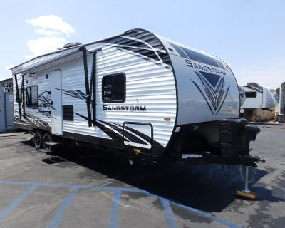 2021 Forest River SANDSTORM 251SLC, FRONT WALK AROUND QUEEN BED, REAR ELECTRIC DINETTE, CAPTAIN CHAIRS, 220 WATT SOLAR PANEL, ARCTIC PACKAGE, 4000 ONAN GENERATOR