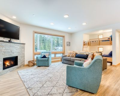 Bright & modern dog-friendly getaway w/ private balcony, gas grill, & free WiFi - Government Camp