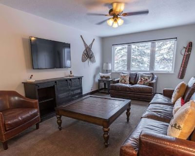 Family Friendly Ski Themed 2 Bedroom with Cozy Private Patio - Downtown Park City