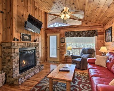 Hidden Springs Cabin w/Hot Tub: 2 Mi to Dollywood! - Pigeon Forge