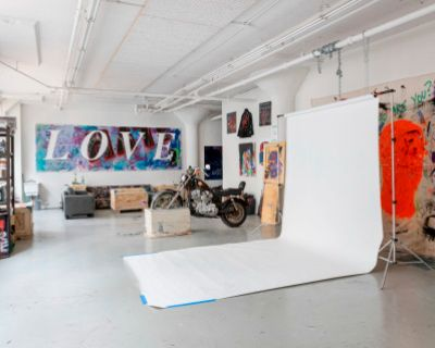 All Inclusive Sunlit 1,800 Sq Ft Long Island City Studio With Art Covered Walls, Long Island City, NY