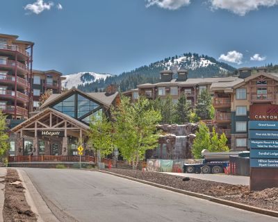 Westgate Top Floor Vaulted Ceilings Superior Full 1 bedroom separate kitchen living ski in ski out - Park City