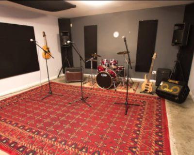 Pro Rehearsal Studio: The Troubadour Room, Vancouver