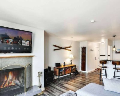 *FREE SKI RENTAL* Walk Everywhere 1 Block to Skiing! Fully Renovated Real Wood Fireplace, Keyless - Downtown Park City