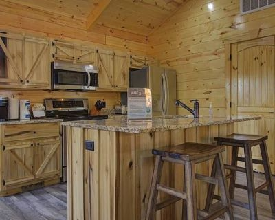 Welcome to Black Bear Ridge! You will NEVER want to leave! :) - Chalet Village North