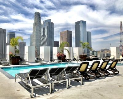 THE Perfect Stay! Chic DTLA 2BR Loft w/ Rooftop Pool & Jacuzzi - Historic Core