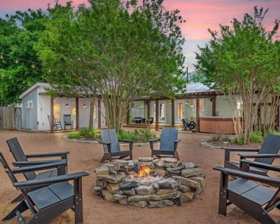 Burbank House | In Town | Hot Tub | Game Room | Fire Pit - Fredericksburg