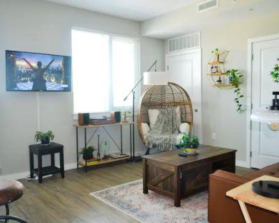 Stylish Pet Friendly Space w/ Balcony, Gym, Pool, Alexandria, VA