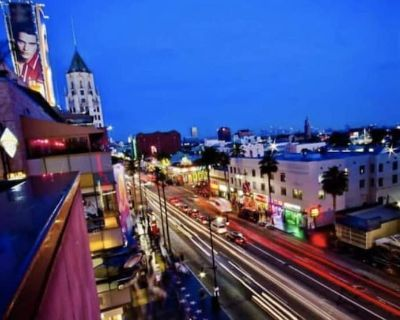 Luxury 1B Condo in West Hollywood!POOL/PARKING - West Hollywood