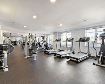 Luxury Doorman Building with Free Gym and Lounge