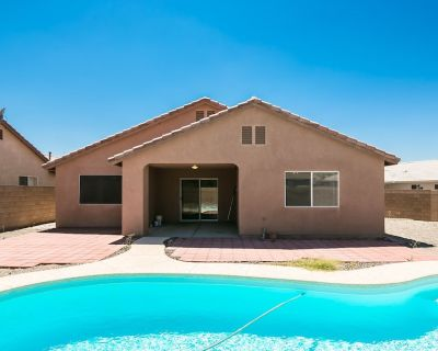 SWIMMING POOL(4908) VAC. RENTAL, 3BD/2BA , 3 Queens - Fort Mohave