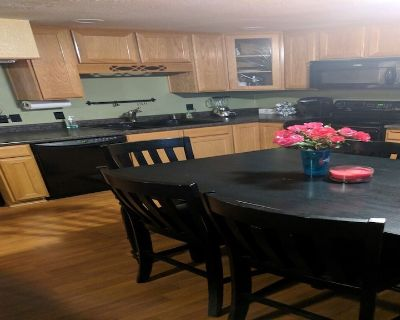 Clean comfortable apt in foothills of mountains. - Cedar Hills