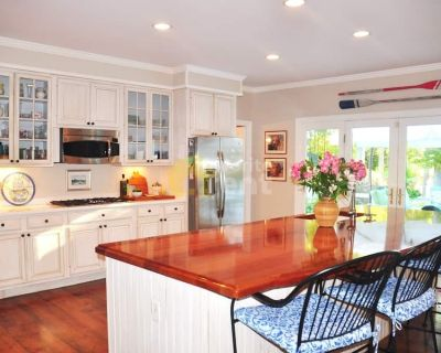 Waterfront Easton 4 bedroom with pool, AC, Wifi, private deck