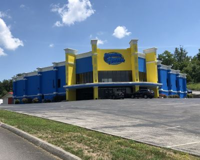 THEATER IN PIGEON FORGE, TN FOR SALE