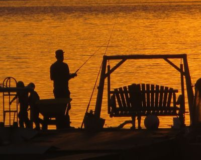 Angler's Dream. Waterfront Home. Rental Boat. Sleeps 11. Private Dock. Hot tub. - Ketchikan