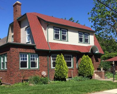 A newly renovated Dutch Colonial house in downtown Greenville - Greenville