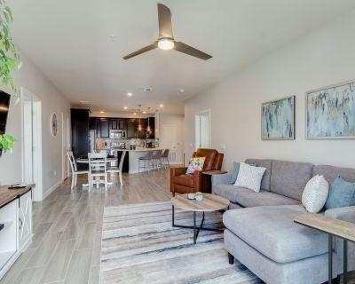 Resort Poolside Two Bedroom + Office and 2 Masters! 30 Night Minimum! - Ocotillo