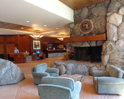 Resort at Squaw Creek: Forest View Fireplace Suite - Olympic Valley